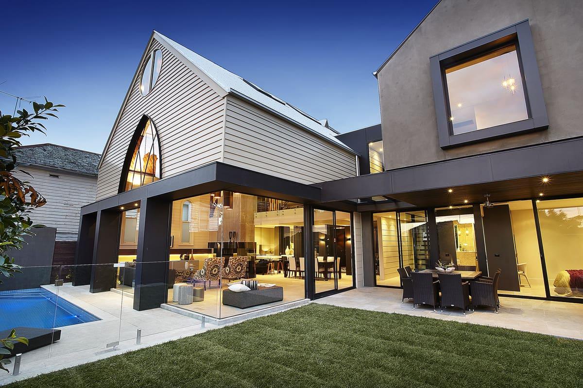 fr her kirche und heute eine luxusvilla. Black Bedroom Furniture Sets. Home Design Ideas