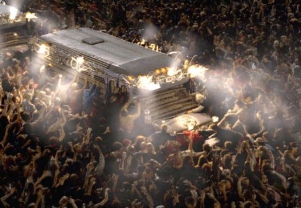 Symbolbild: Zombie attackieren überlebende im Survival-Action Film Resident Evil