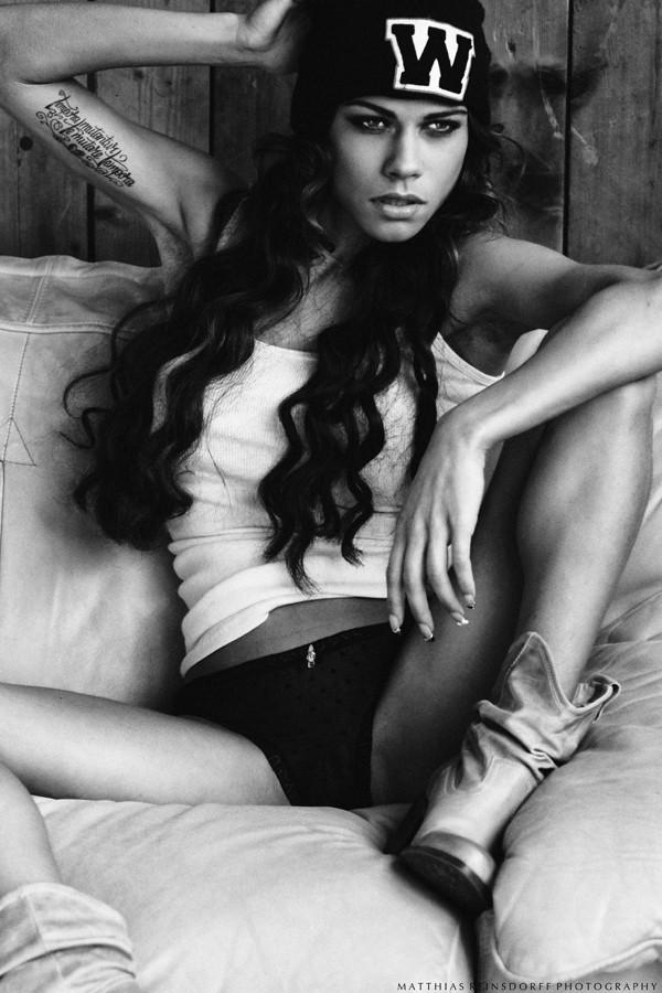 Model Lexy la Princiipezza über Fußball, Männer und Akt-Shootings