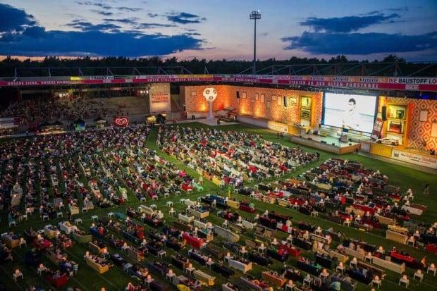 Public Viewing der besonderen Art: Fußball im größten Wohnzimmer der Welt - Berlin Alte Försterei