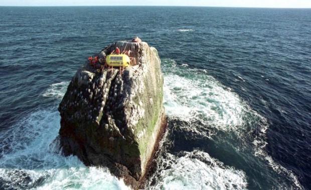 Greenpeace besetzt Felsen