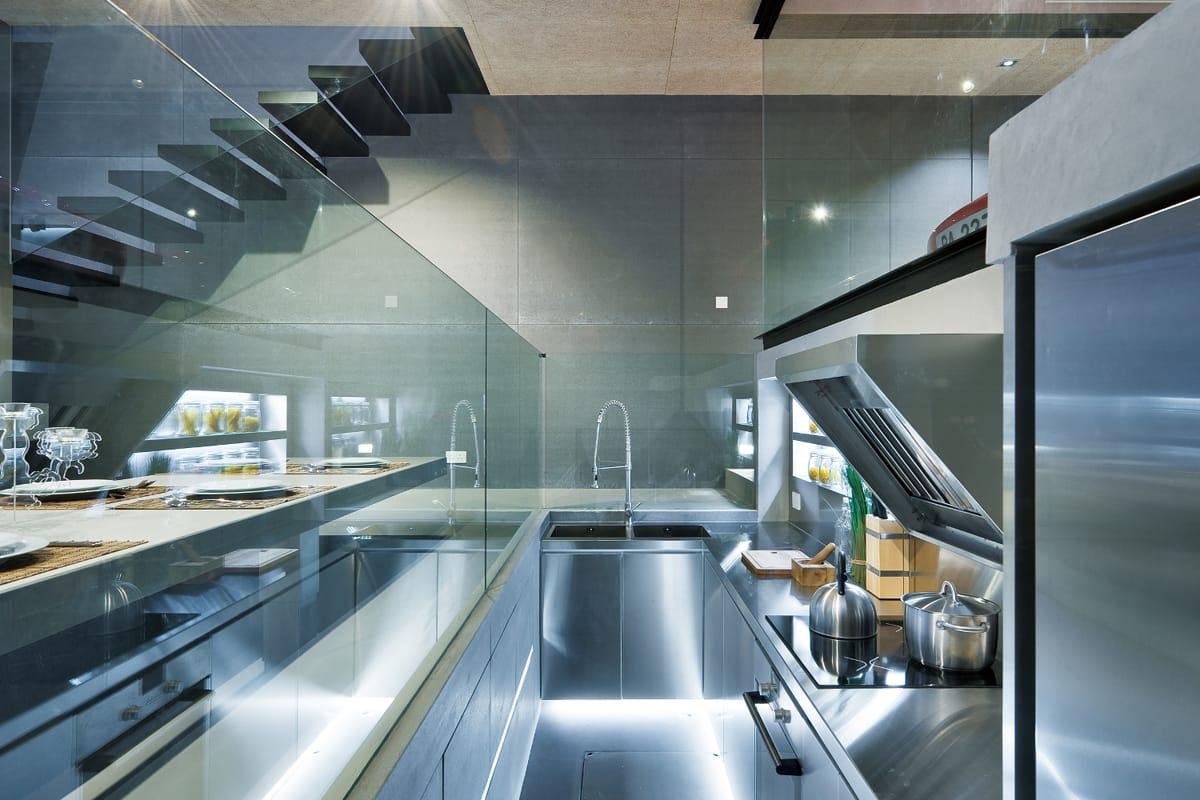 Wohnzimmer und Kamin große luxus küche : Sai Kung House: Modern wohnen in Hongkong