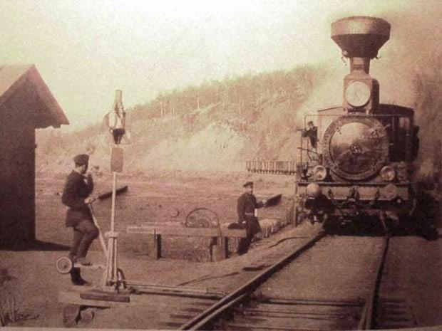 Ein Zug der Transsibirischen Eisenbahn im Jahr 1903 am Bahnhof von Chilok