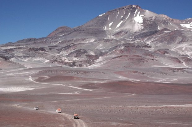 Extremsportler Guido Kunze erklimmt den 6900m hohen Vulkan Ojos Salado
