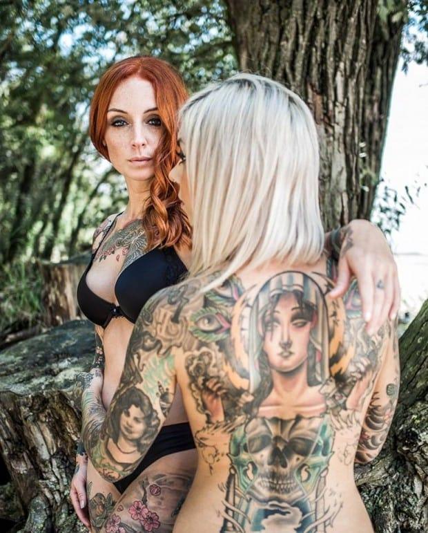 Sexy Tattoomodel Red Pearl aus Hamburg