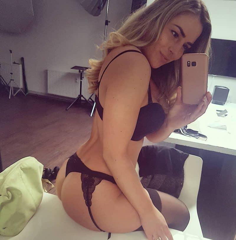Model Viktoria Fischer - die sexy Frohnatur von ihrer besten Seite